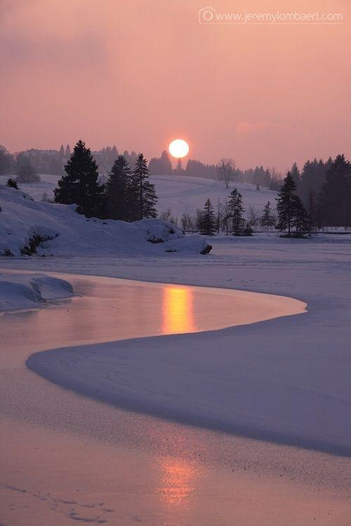 blissfulinallthings: (via Snowscape / Frozen Sunset by Jérémy Lombaert via waterchild09)
