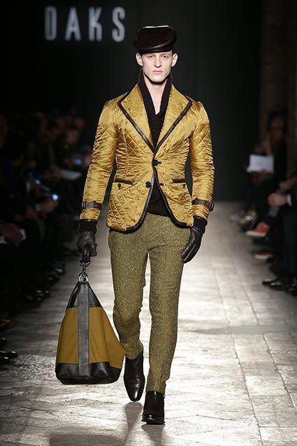 Blazer dorado con aplicaciones en negro, de Daks London