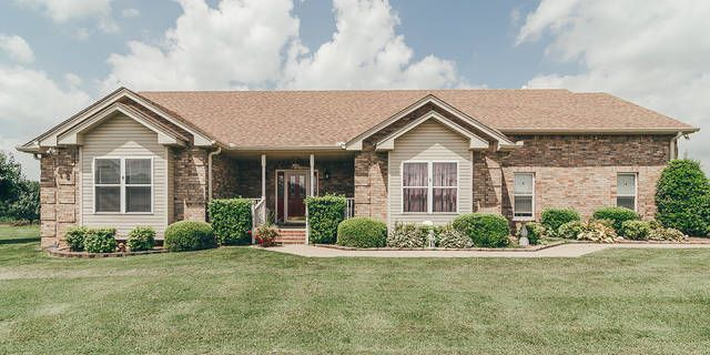 2039 Hickory Drive Springfield Tn 37172 Open Living Room Large Bedroom House Styles