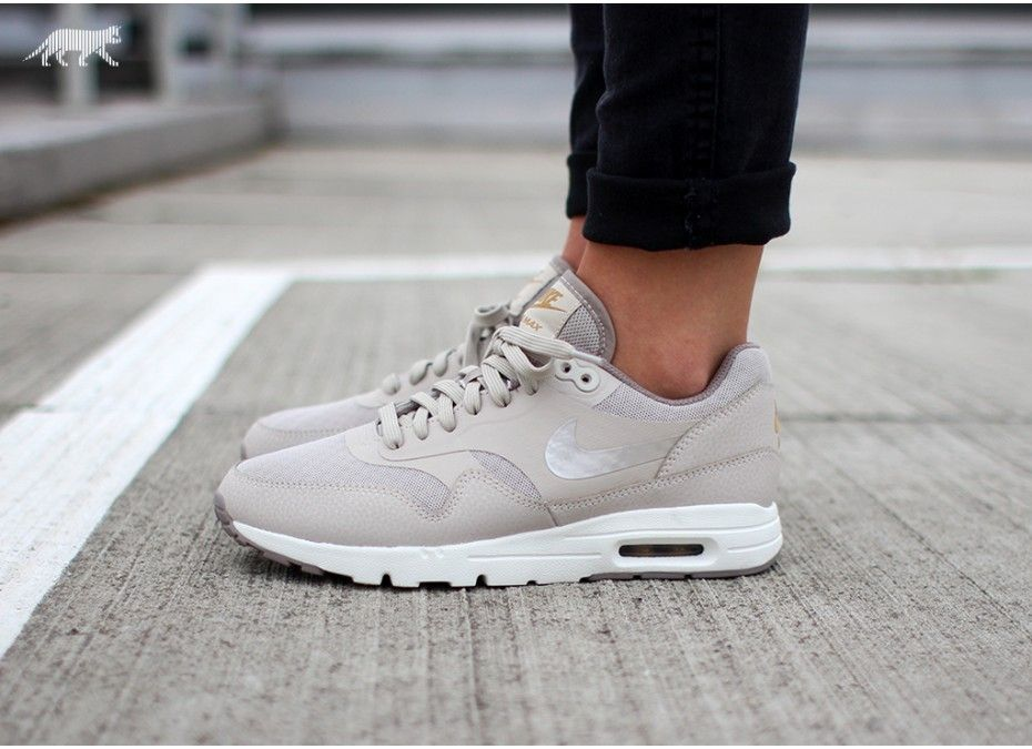 Conflicto Biblioteca troncal su  Nike Wmns Air Max 1 Ultra Essentials | Nike, Air max, Nike runners