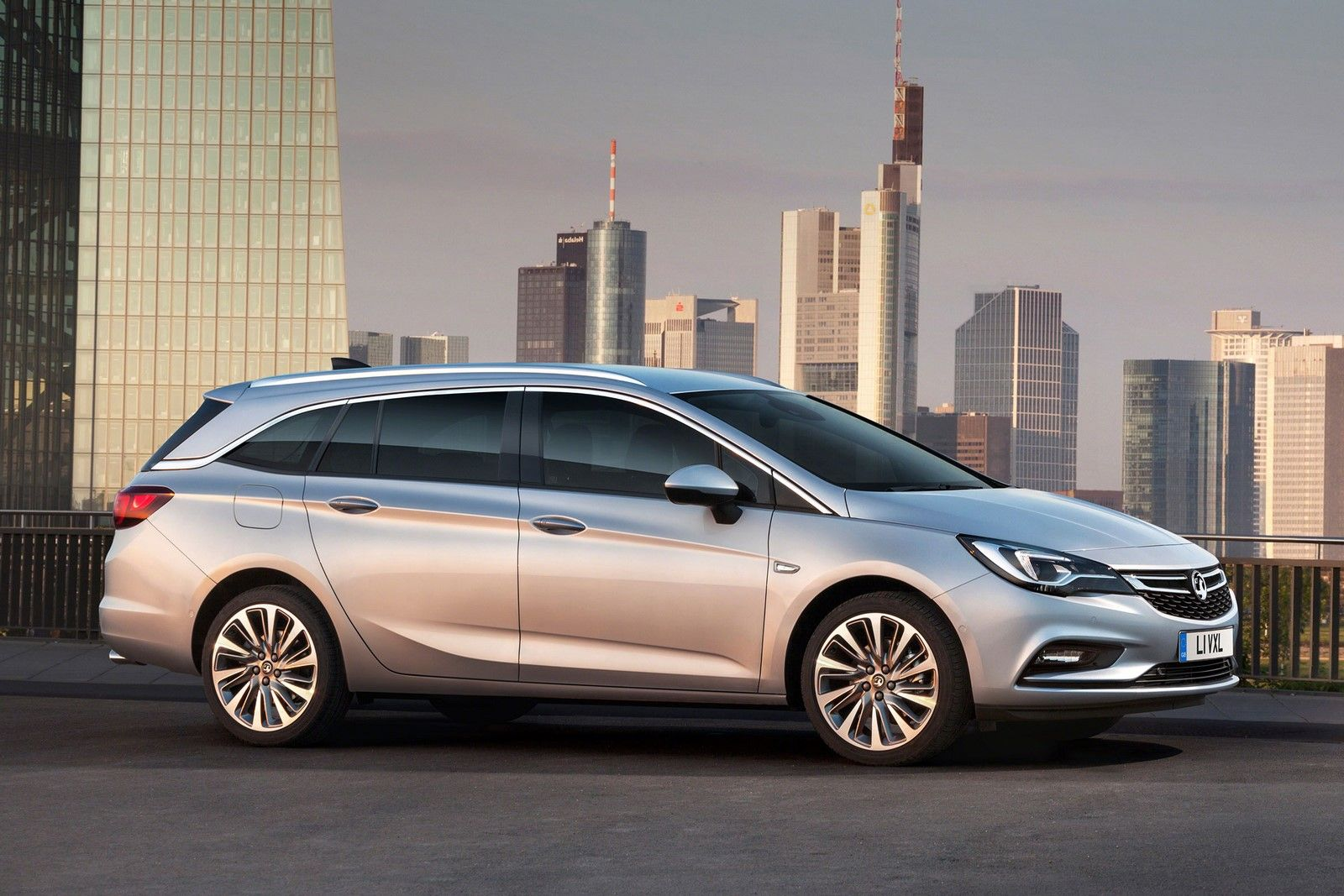 2016 Opel Vauxhall Astra Sports Tourer Revealed 22 Images Vauxhall Astra Opel Vauxhall