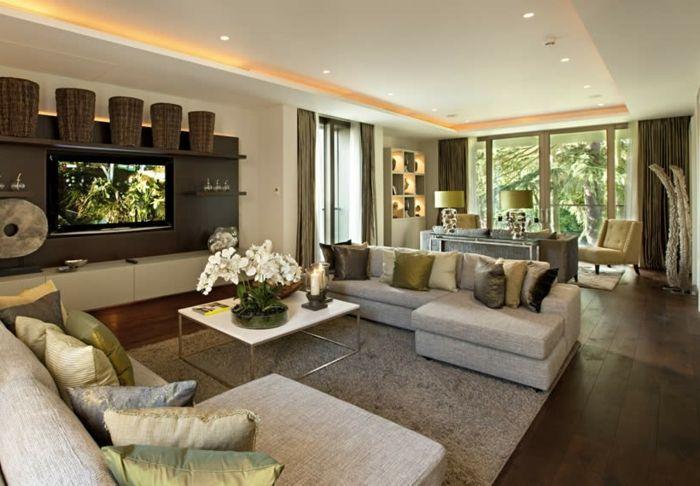 Deckengestaltung Wohnzimmer ~ Luxus wohnzimmer mit weißen orchideen auf dem tisch