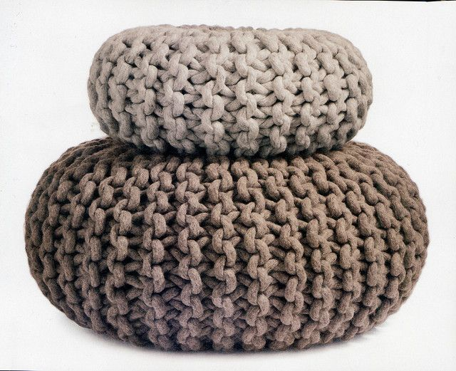 Knitted pouf | cojines | Pinterest | Trapillo y Decoración