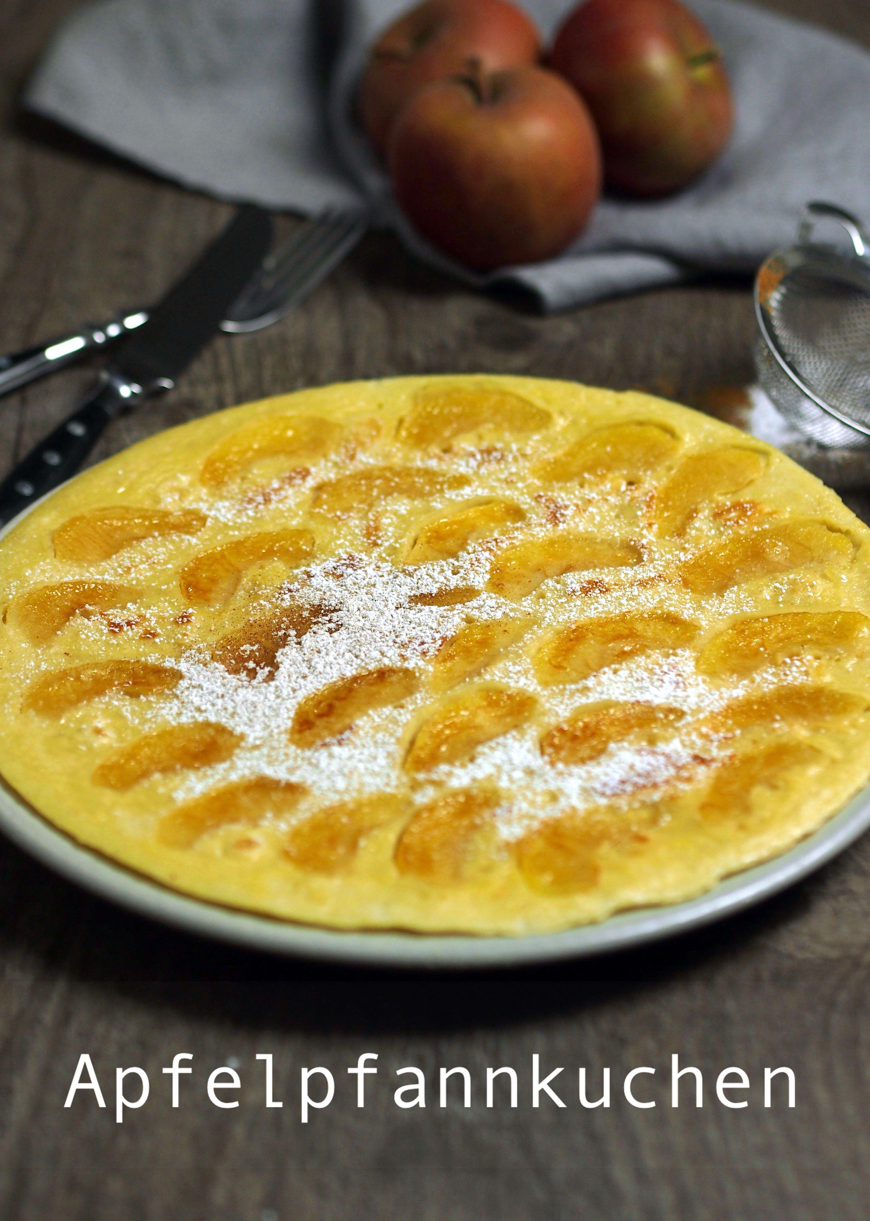 Lust auf lecker saftige Apfelpfannkuchen mit Boskop-Äpfeln? Puderzucker und Zimt gibt's noch obendrauf. Yummy! | Das Rezept gibt's auf: www.sarahs-greenfield.blogspot.com