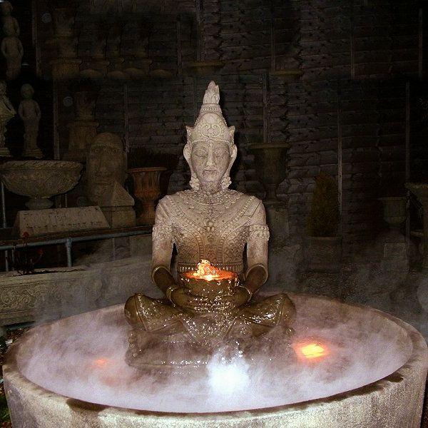 Buddha-Brunnen-im-dunklen-zimmer