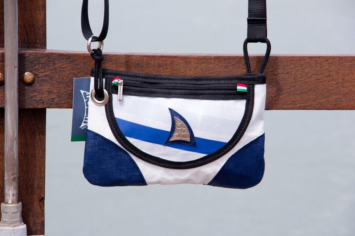Borsetta a tracolla in vela riciclata dacron e pvc blue #sail #borse #vela #riciclo #madeinitaly #riciclocreativo #lignano #bags #sailbag #telavela #bolina