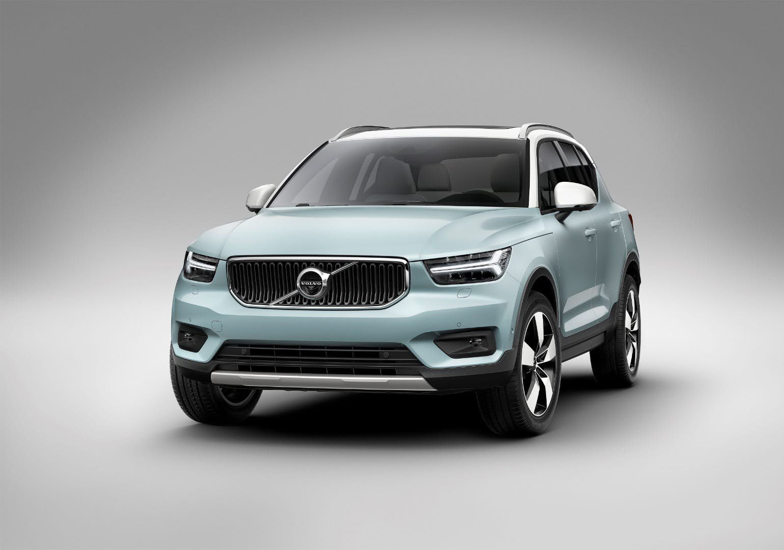 Review 2019 Volvo Xc40 Looks To Set A New Standard In Compact Luxury Volvo Gasoline Engine Compact Suv