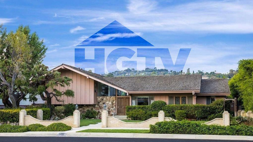 #luxuryliving Can #HGTV Bring Back the 'Brady Bunch' House? Pics Reveal What It'll Take #homebuilder #bradybunchhouse #luxuryliving Can #HGTV Bring Back the 'Brady Bunch' House? Pics Reveal What It'll Take #homebuilder #bradybunchhouse