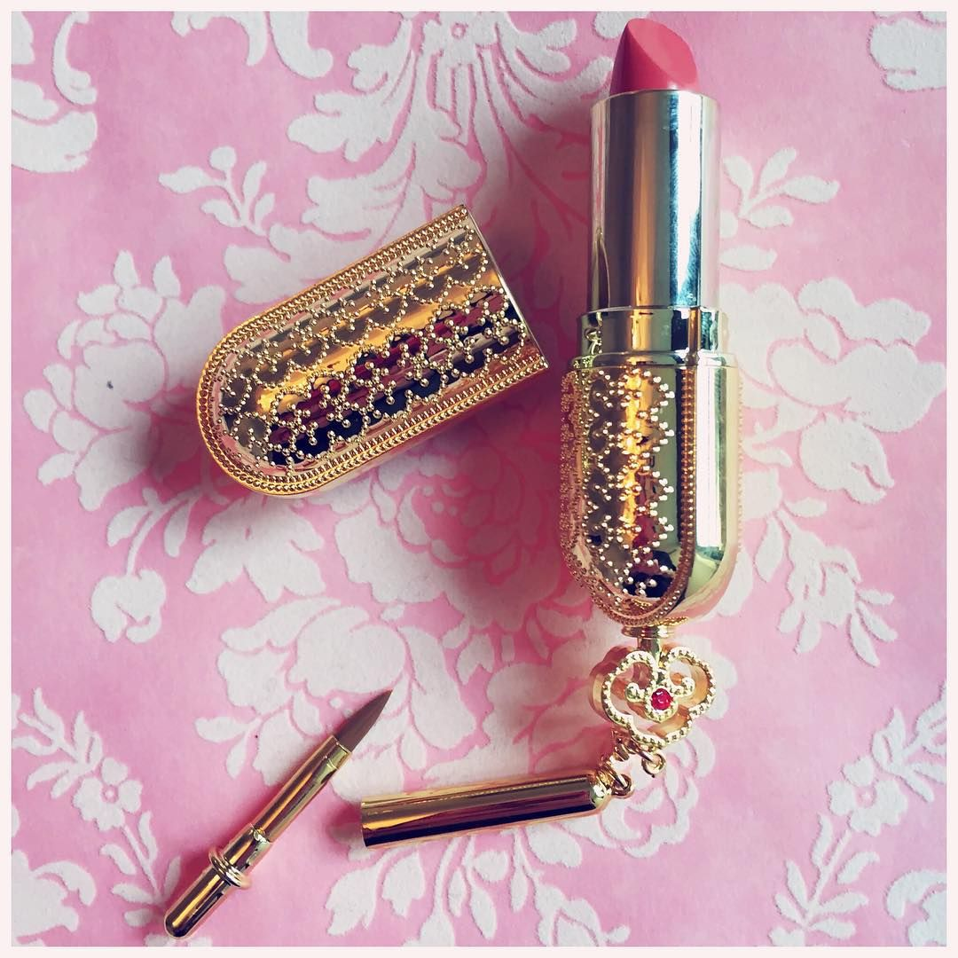 """""""New lipstick The history of Whoo I want another """" Cute"""