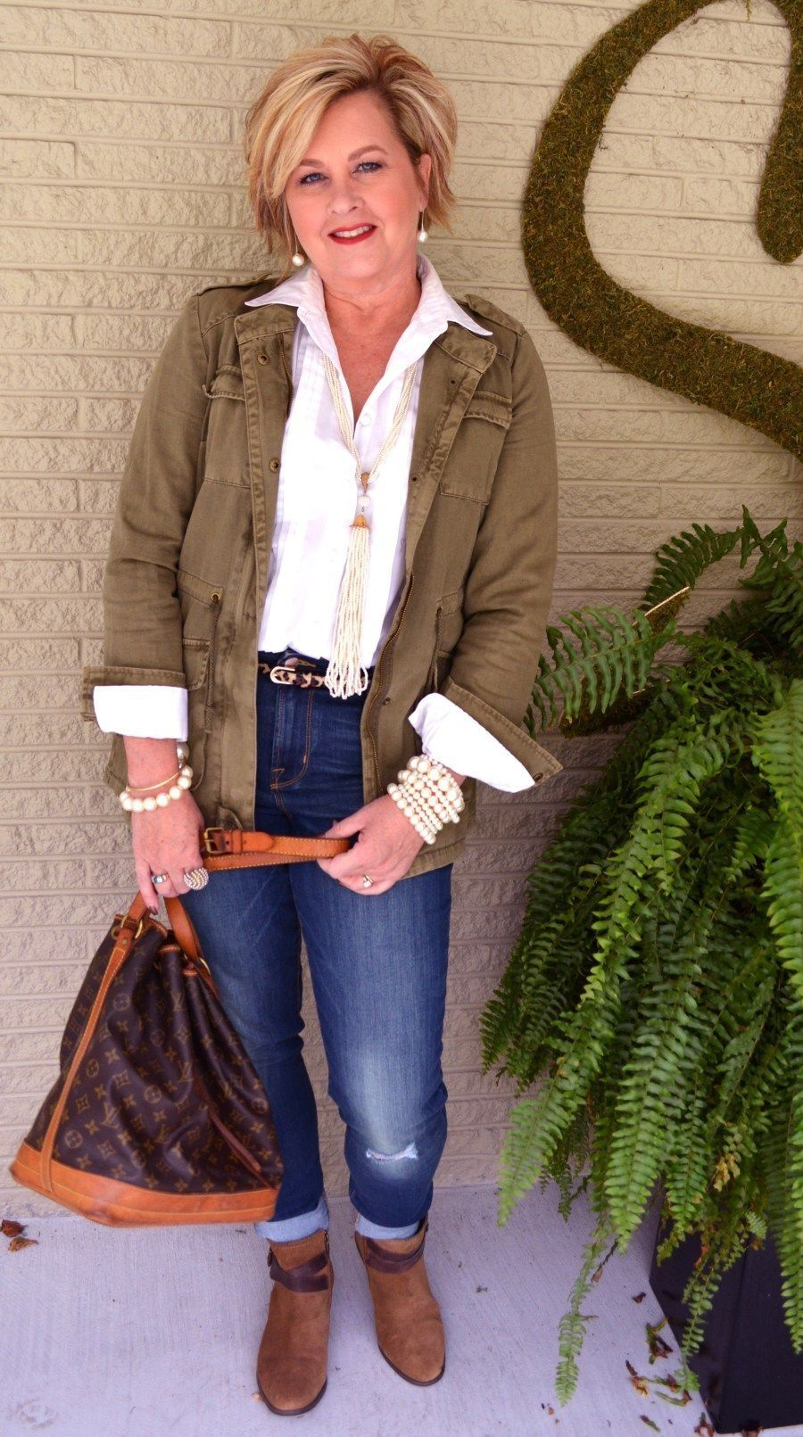 38 Over 50 Women With Casual Outfit You Can Try 3