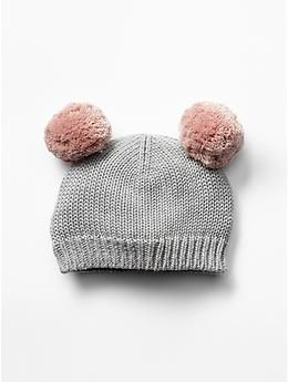 Bear pom-pom hat from Baby Gap is such a sweet accessory for a holiday  session! 0bab27306e0