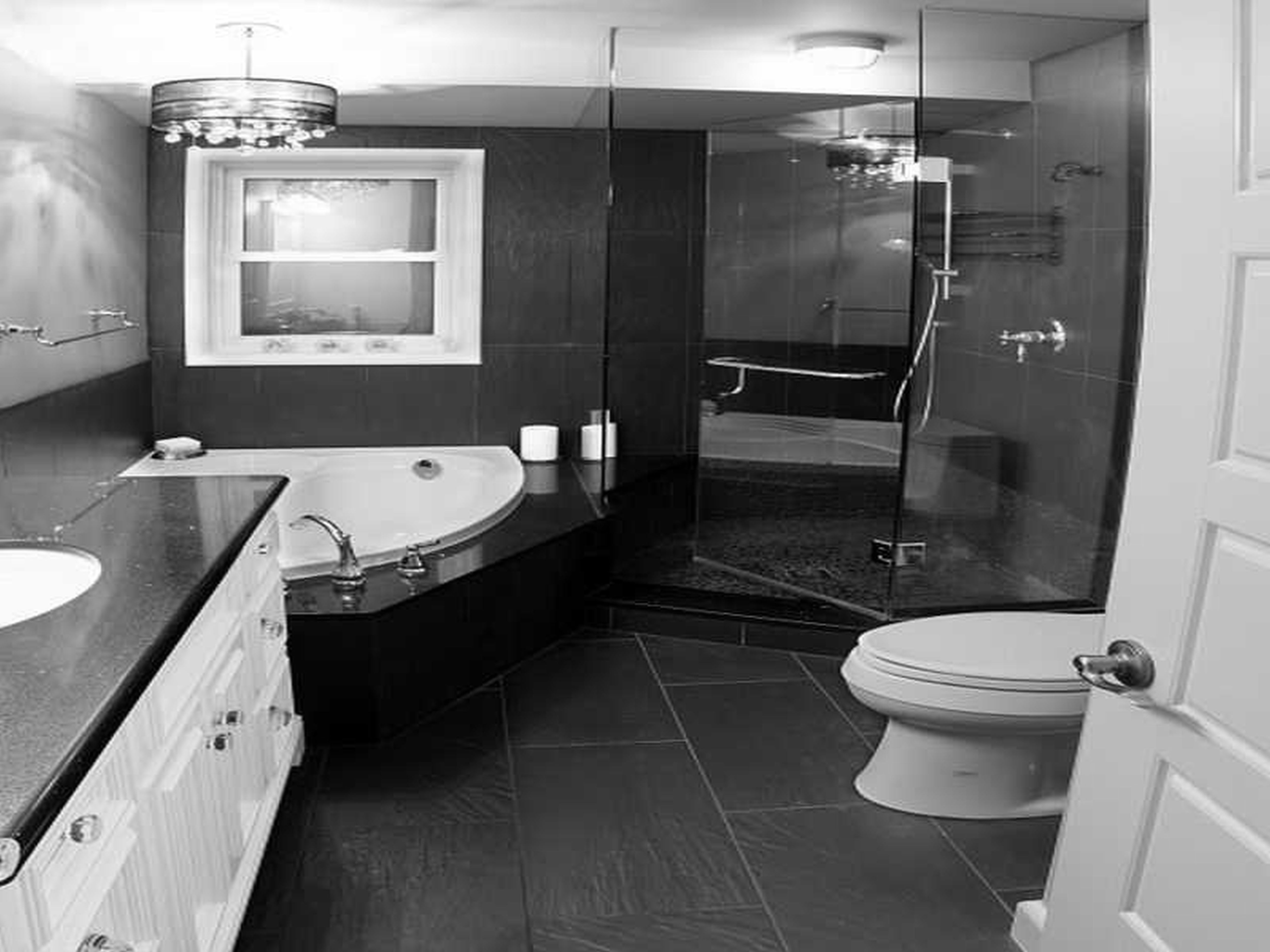 Merveilleux Inspiring Bathroom Designs In Black And White Color : Elegant Black And  White Mediterranean Style Bathroom With White Corner Quarter Circle Bathtub  And ...