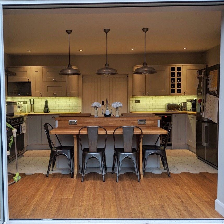 A wonderful example of our Sherwood Light Grey Kitchen
