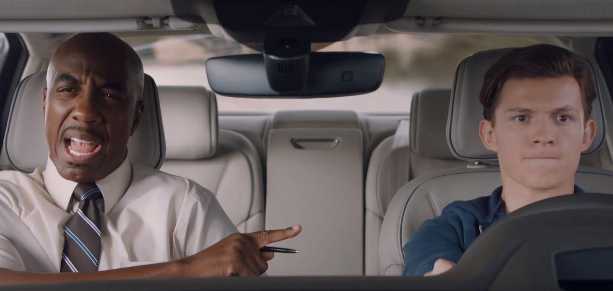 Peter Parker faz teste de direção no novo Audi A8