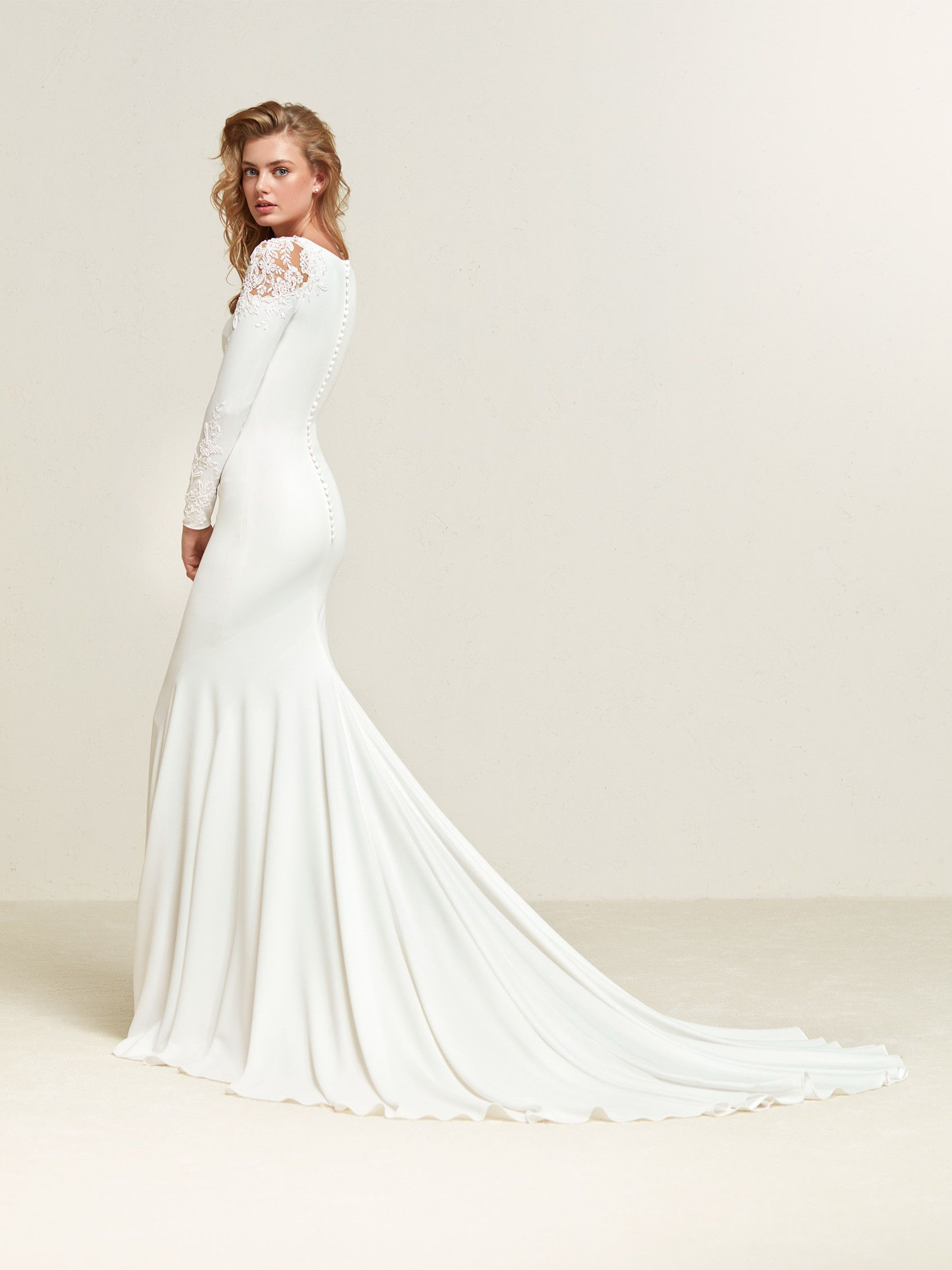 Vestido para novias con clase - Dreide - Pronovias | Novias | Pinterest