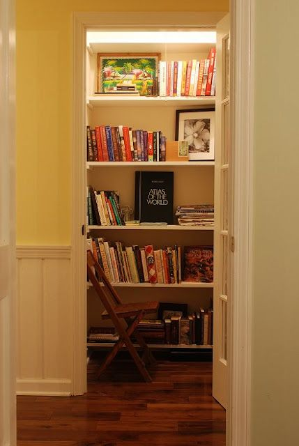 A Library Closet. U003c3 A Good Idea For A Minimalist House To Look Clean