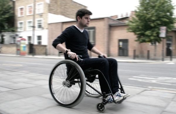 Bicycle-type brakes for wheelchair