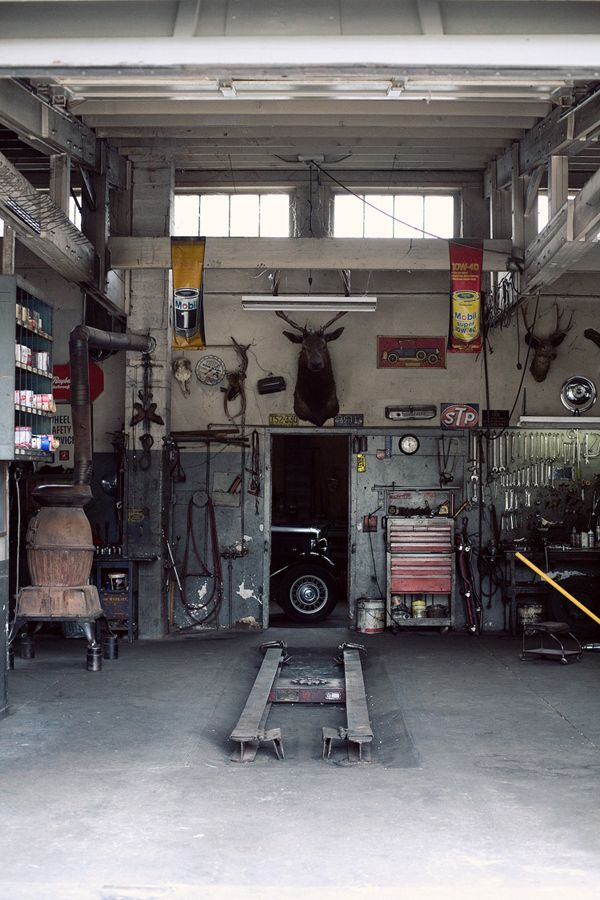 via blood and champagne garage industrial style start the car pinterest industrial style. Black Bedroom Furniture Sets. Home Design Ideas
