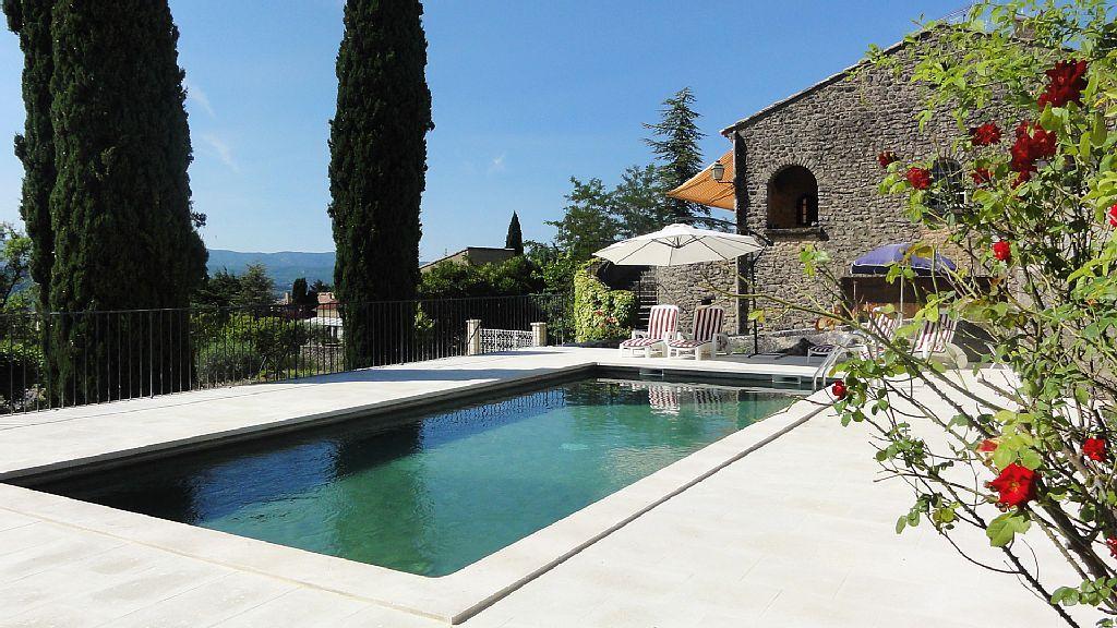 Abritel Location Saint-Saturnin-les-Apt Villa en pierre, avec jardin - location vacances provence avec piscine