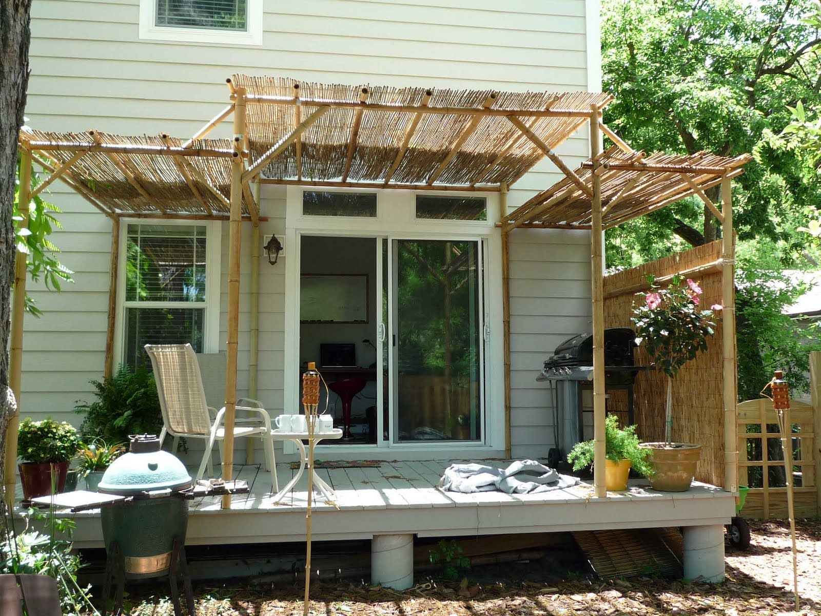 Two Different Sizes Of Bamboo Fencing With Images Outdoor