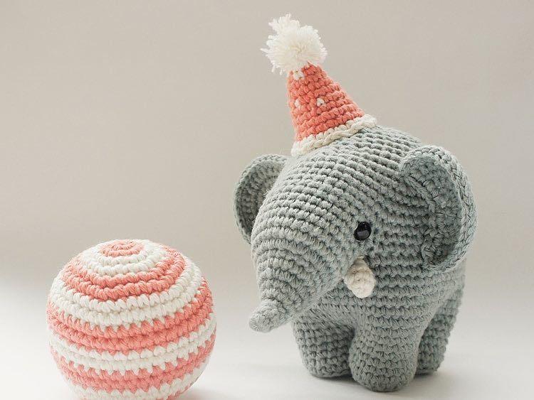 DIY-Anleitung: Amigurumi-Elefanten mit Hut und Ball selber häkeln ...