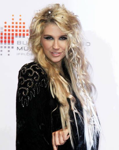 I love this hairstyle:) very rock star inspired! the randomness to it as well as the tiny braids remind me of Steven Tyler<3