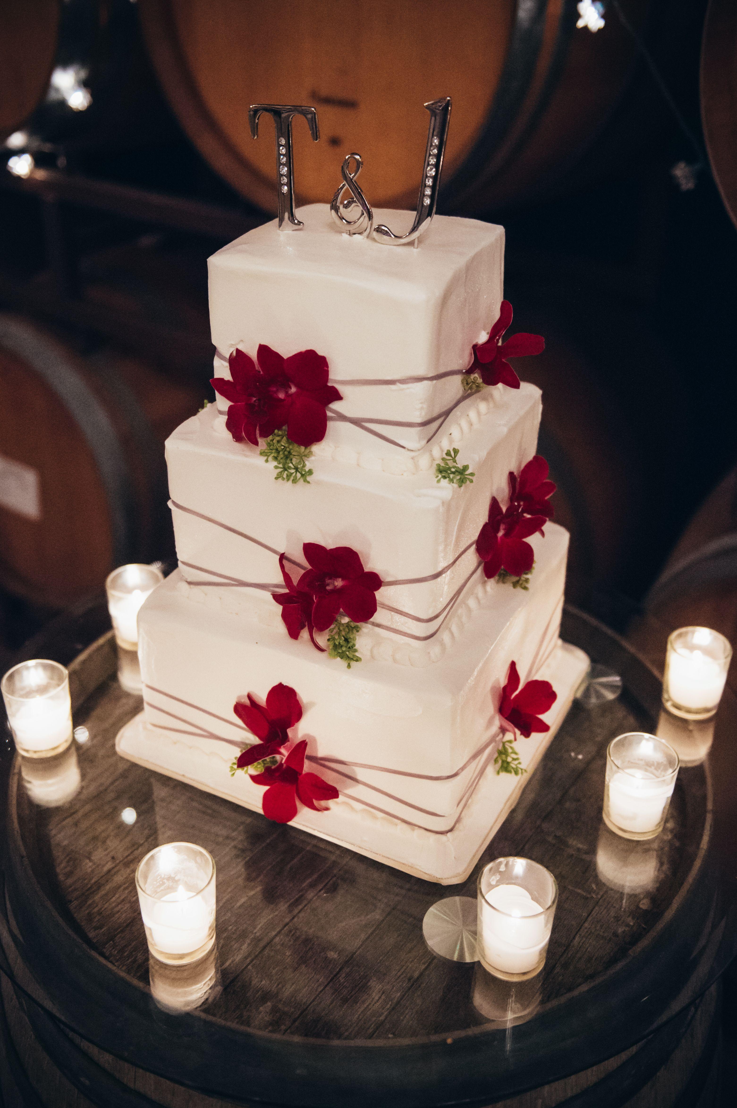 ivory wedding cake red cake flowers weddingcake cakes