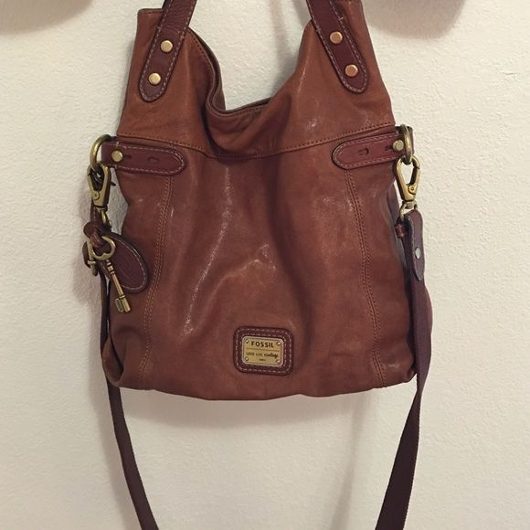e3e2fc469192 Perfect for a book bag or even just an everyday purse! It s in perfect  condition! Fossil Bags Crossbody Bags