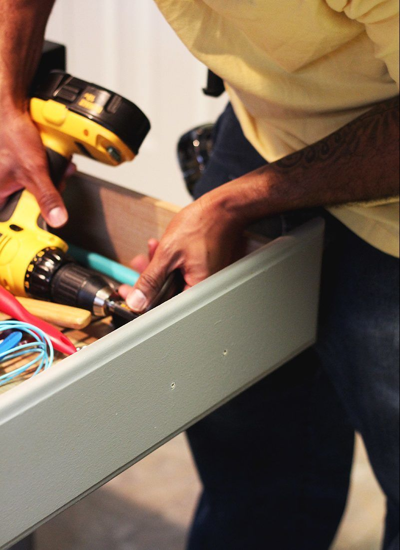 How To Install Cabinet Hardware Evenly Without Messing It ...