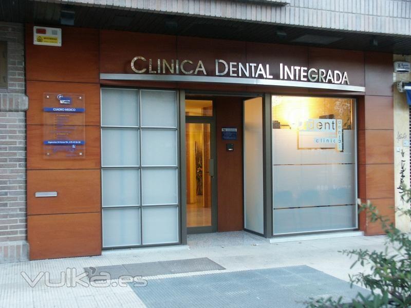 Fachada de cl nica dental en vitoria gasteiz alava - Fachadas clinicas dentales ...