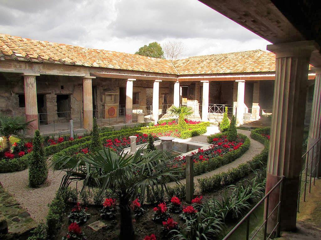 Roman courtyard house homes pinterest courtyard for Roman garden designs