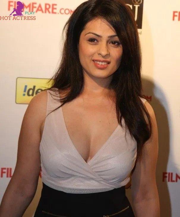 FILM ACTRESS HOT PICS: Vaidehi Hot Boobs and Navel Show In