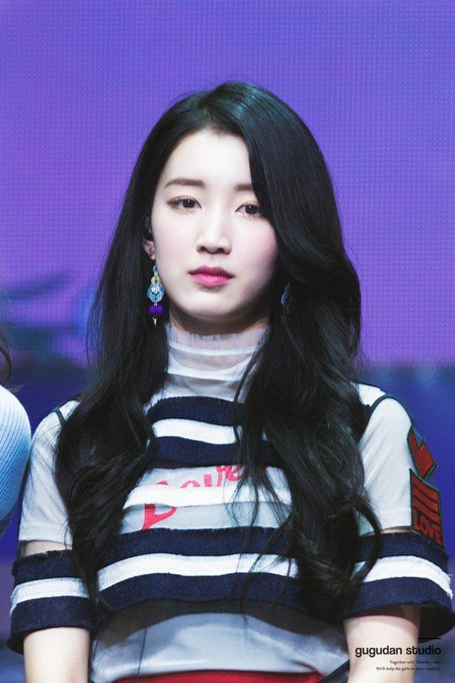 This Gugudan Member Joins The Ranks Of Cold Beauties Koreaboo Girl Crushes Korean Girl Groups South Korean Girls