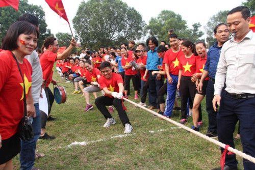 áo cờ đỏ sao vàng trường Đại Học Sư Phạm TDTT - Hình 2