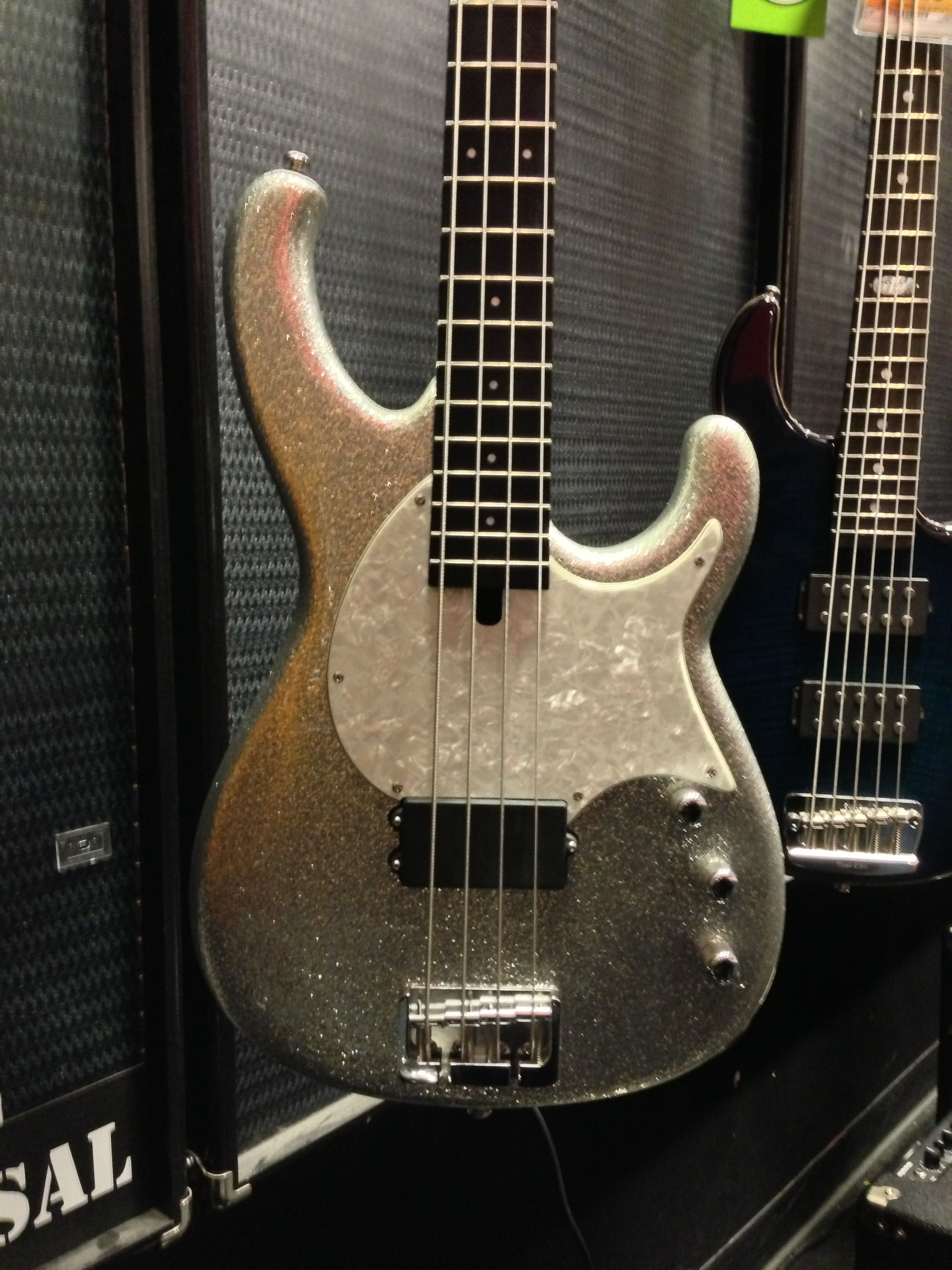 modulus flea bass silver sparkle finish carbon composite neck plays like a dream killer. Black Bedroom Furniture Sets. Home Design Ideas