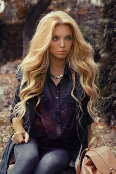 12 Classy Chic Long Wavy Hairstyles | Long wavy hairstyles, Blond ...