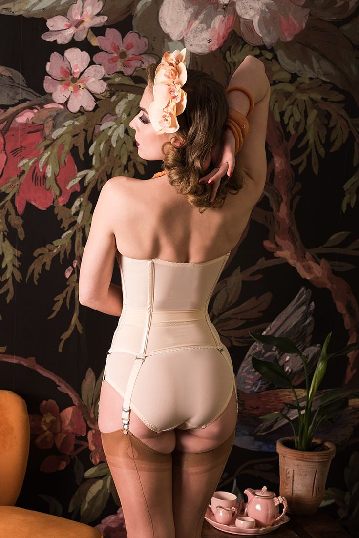 d20a0ee1bb5ff A view from behind of our Glamour Nouveau Merry Widow shows how our clever  waist tape cinches in the waist so perfectly!