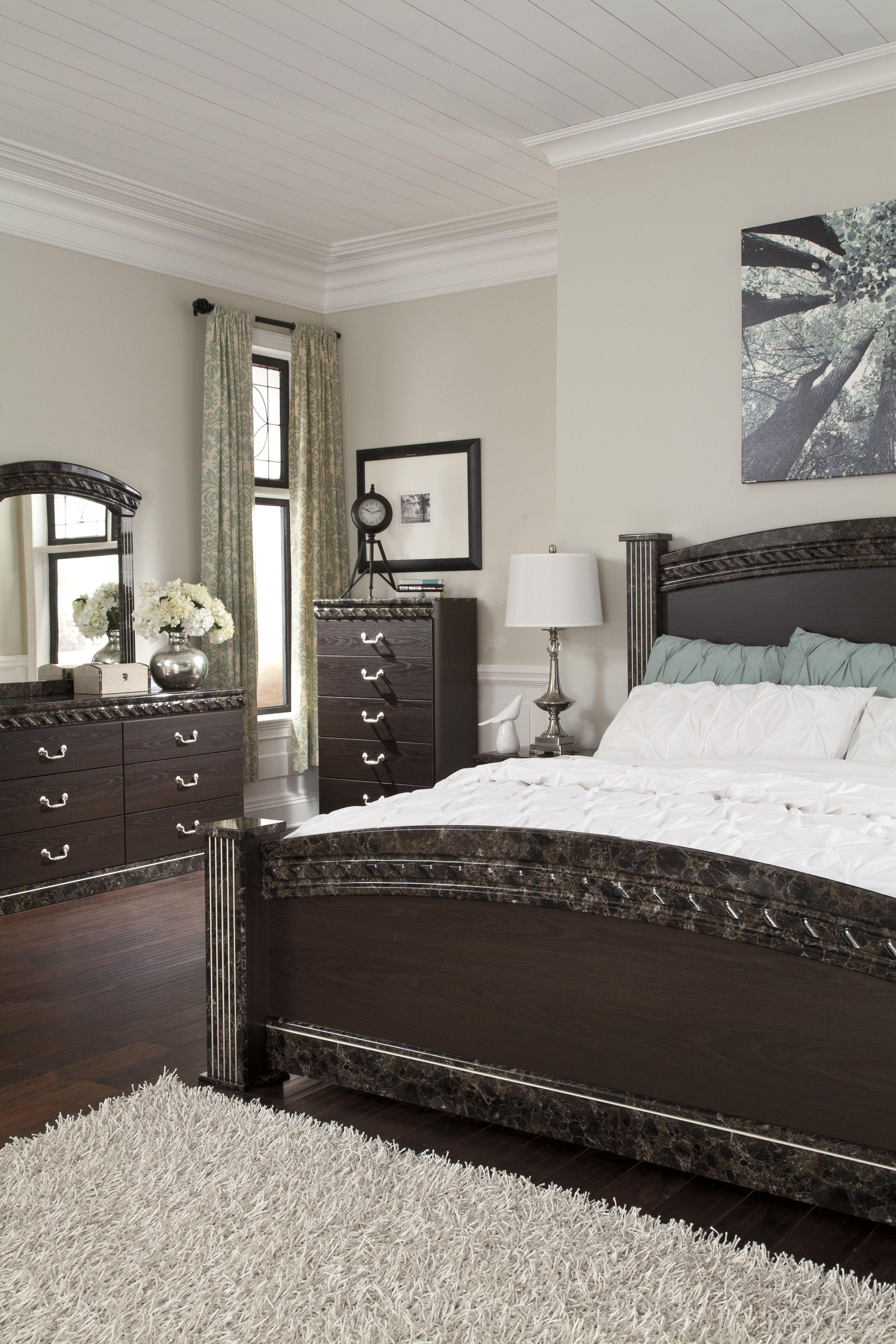 Ashley Vachel 4 Piece King Bedroom Set Homemakers Furniture