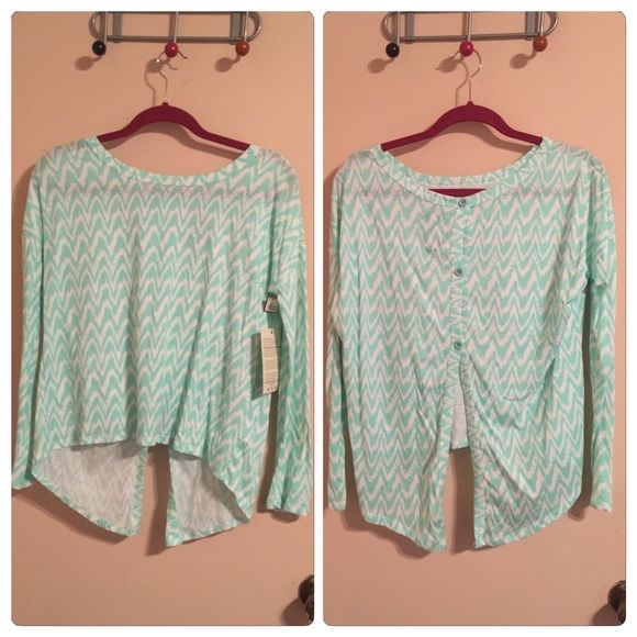 Wenami Button Back Top Long sleeves, button back, wenami print (almost like an Aztec print). Love the shirt and buy but I'm not an extra small😁 my loss is your gain. Tops