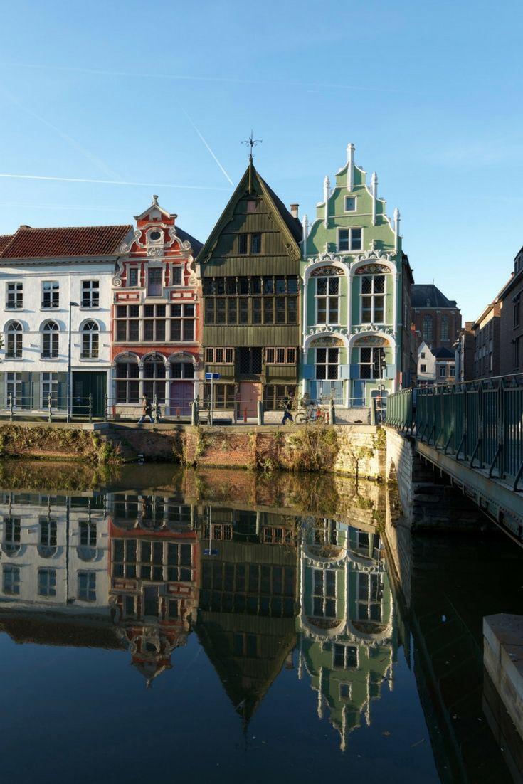Mechelen heeft prachtige oude huisjes en boeiende moderne architectuur. Bekijk alle tips voor een stedentrip Mechelen.