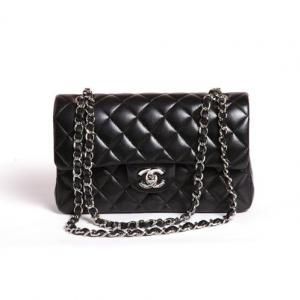 a21608608e Sac Chanel 2.55 Timeless noir et argent. Sac Chanel 2.55 Timeless noir et  argent Sacs À Main ...