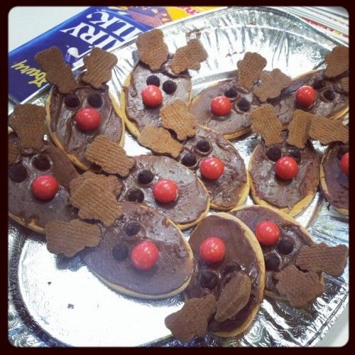 Love These Simple Reindeer Biscuits Cover An Arrowroot Biscuit In