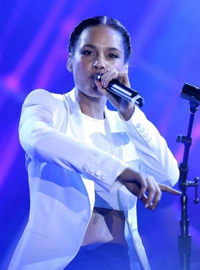 Alicia Keys To Sing National Anthem At Super Bowl Xlv11 Singer Celebrities Female Alicia Keys