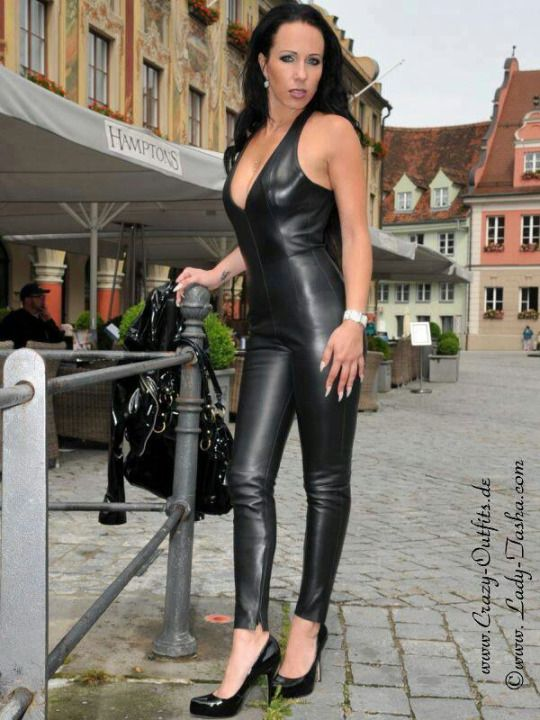 leder lack und latex aus deutschland german woman fetish pinterest latex and woman. Black Bedroom Furniture Sets. Home Design Ideas