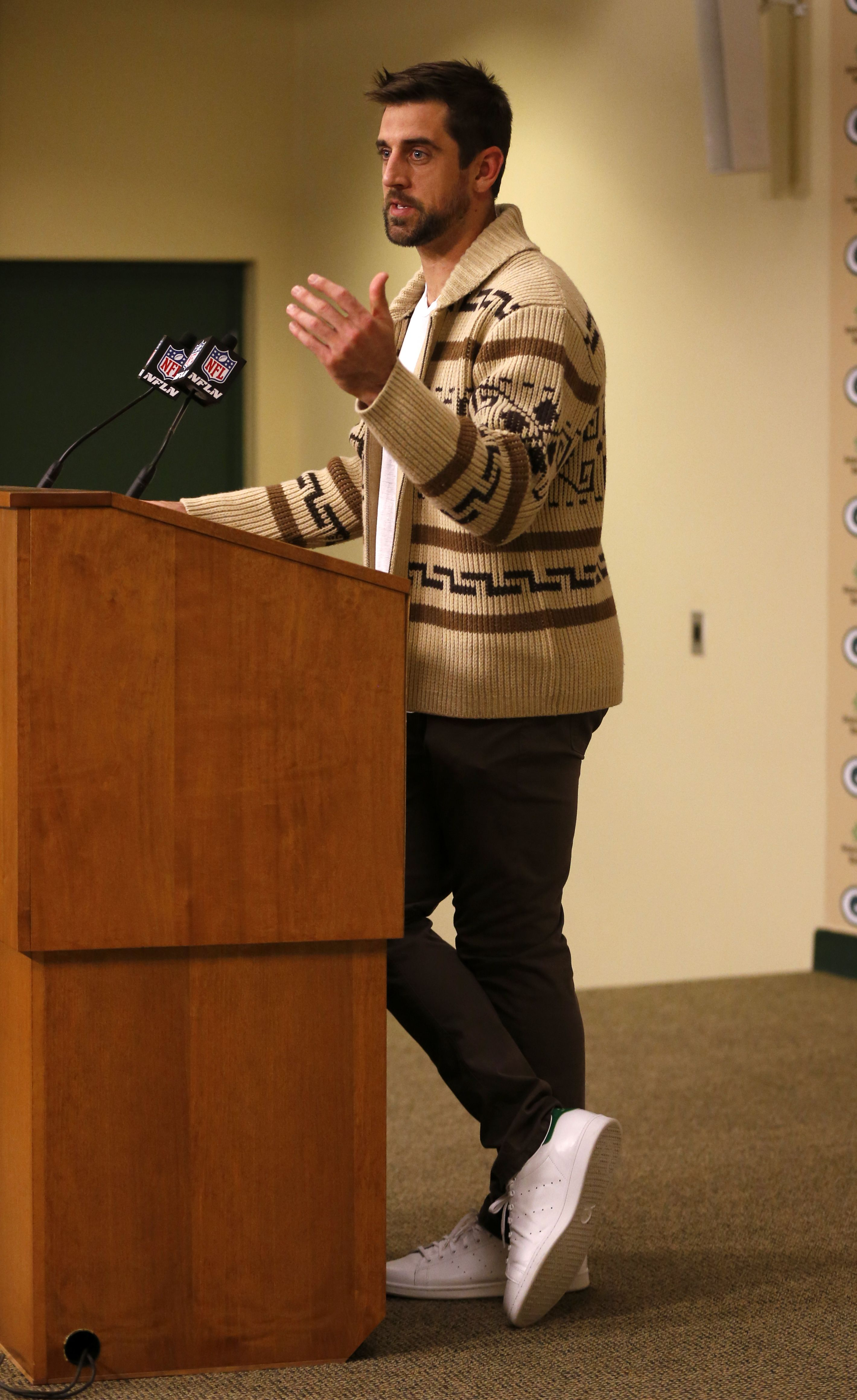 In Week 7 Green Bay Packers Qb Aaron Rodgers Donned A Seasonal Sweater For His Post Game Press Conference Ap Roemer Aaron Rodgers Packers The Big Lebowski