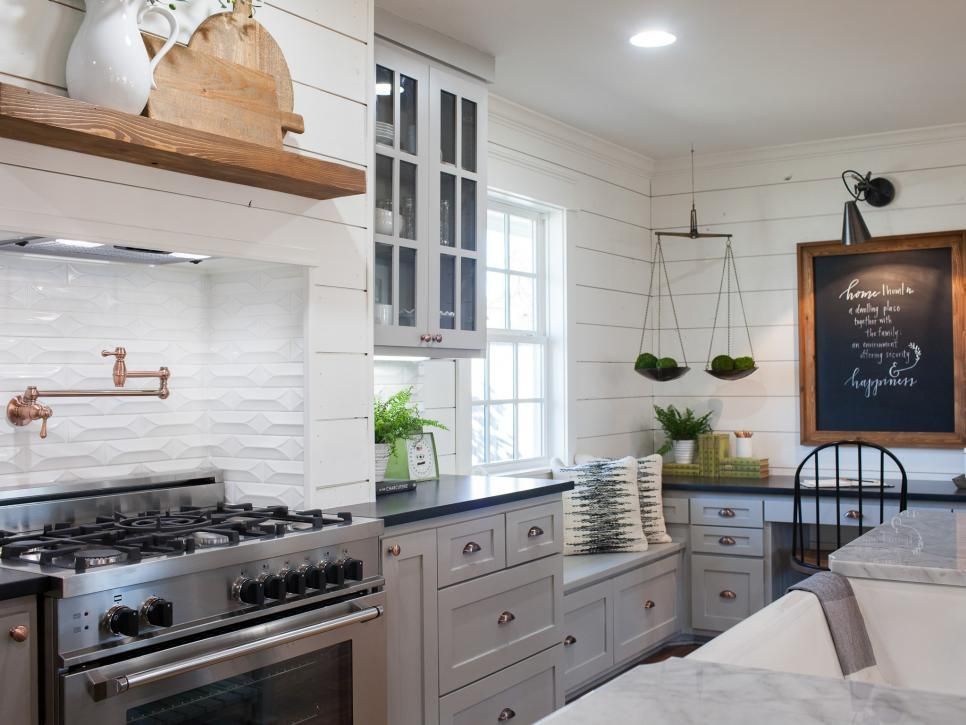 fixer upper the carriage house at the magnolia b b kitchen ideas pinterest k che. Black Bedroom Furniture Sets. Home Design Ideas