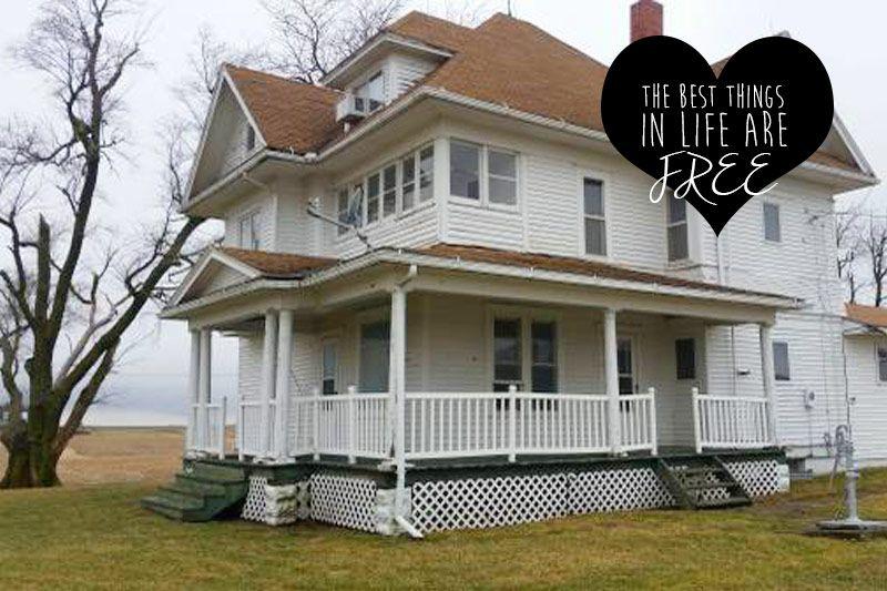 Spotted On Craigslist A Free Farmhouse In Iowa Farmhouse Victorian Abandoned Mansion For Sale Iowa Farmhouse