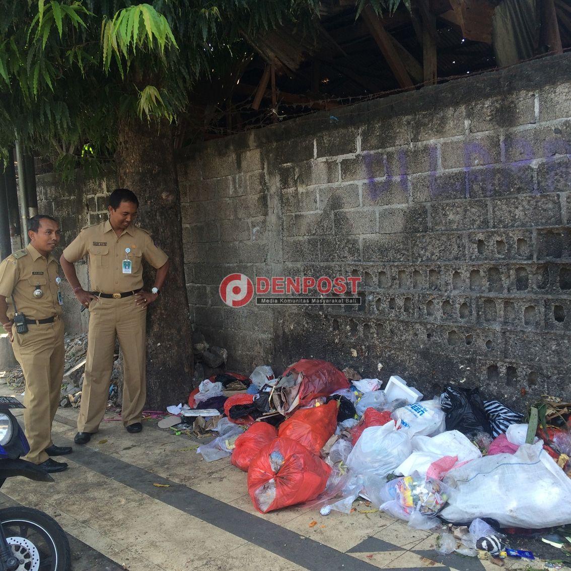 Sampah Berserak Rusak Pemandangan di Kuta - http://denpostnews.com/2016/09/01/sampah-berserak-rusak-pemandangan-di-kuta/
