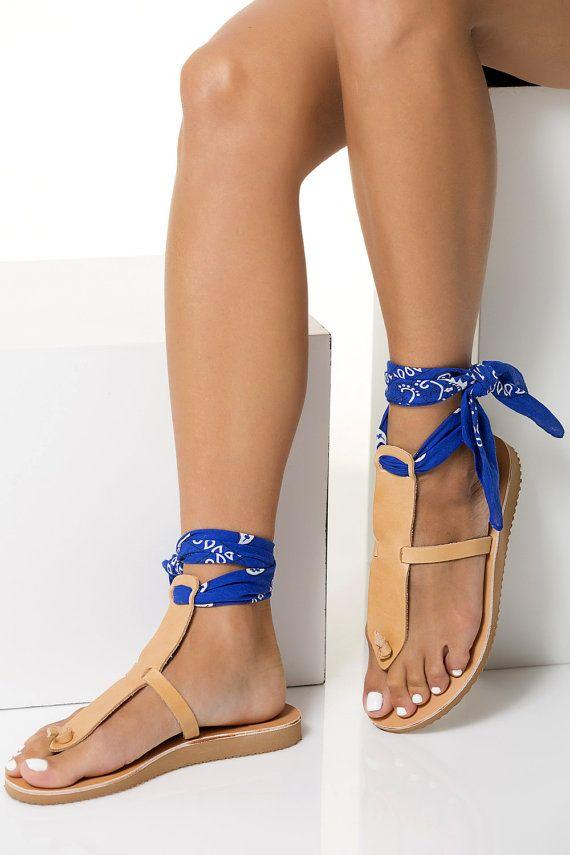 8c2cb2e6 Super elegantes t-estilo sandalias artesanales de cuero de alta calidad que  viene en 6 colores a elegir. Cuenta con cuña baja antideslizante suela y ...