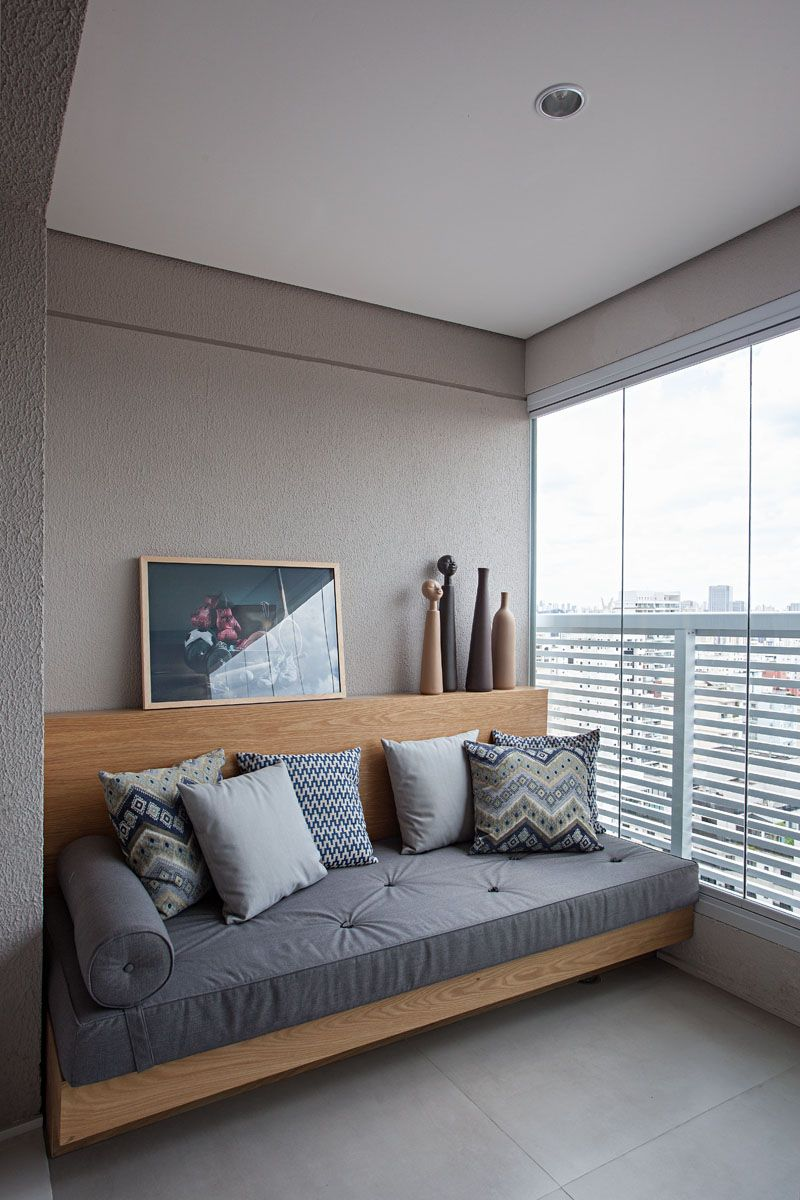 This Small Apartment Makes Efficient Use Of Limited Space With Thoughtful Interior Design Small Apartment Couch Small Apartment Living Room Small Guest Rooms